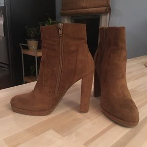 Tan high heeled boots - Size 7.5